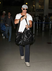 Kellan Lutz paired his casual airport look with a black duffel bag.