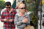 Kendra Wilkinson Carries a Snakeskin Tote
