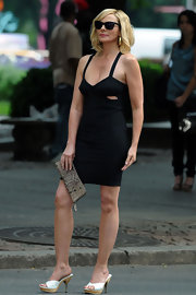 "It's no surprise that Kim looked super stylish while filming ""Sex and the City 2"". She carries a cute snakeskin clutch while donning a sleek LBD."