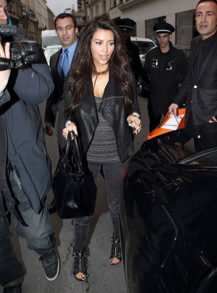 Kim Kardashian Arrives in Paris 2