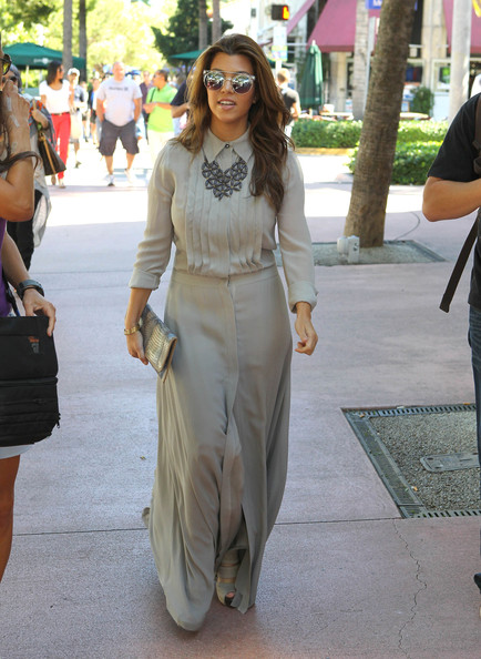 More Pics of Kourtney Kardashian Printed Clutch (4 of 36) - Printed Clutch Lookbook - StyleBistro