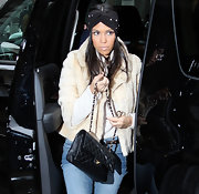 Kourtney showed off her Spring 2011 inspired headband while out in NYC. Way to stat on top of the trends Kourt!