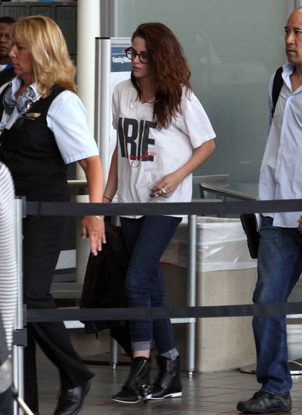 More Pics of Kristen Stewart V-Neck Tee (1 of 16) - Kristen Stewart Lookbook - StyleBistro
