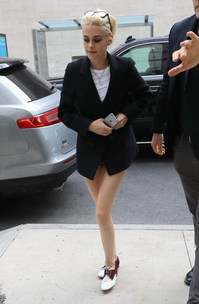Kristen Stewart completed her outfit with a pair of two-tone oxfords.