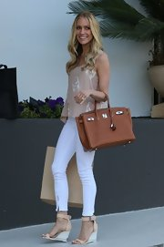 Kristin paired her billowing blouse with an ivory skinny jean.