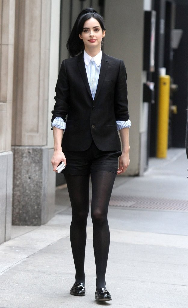 Actress Krysten Ritter films scenes for the TV pilot 'Assistance' in New York City, New York on April 1, 2013.