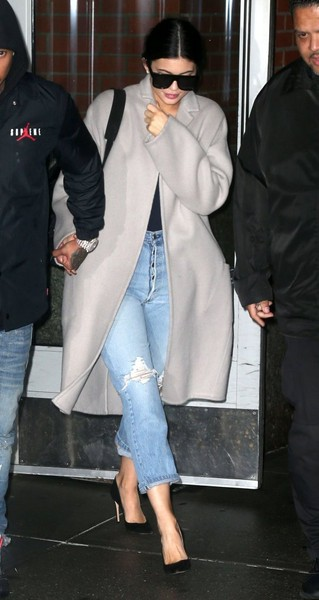 Kylie Jenner Ripped Jeans []