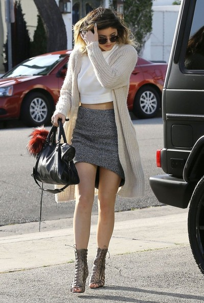 Kylie Jenner Cardigan [clothing,street fashion,photograph,fashion,snapshot,footwear,leg,waist,brown,knee,kylie jenner,justin bieber,socialite,clothing,fashion,reason,street fashion,west hollywood,california,andy lecompte salon,miniskirt,celebrity,crop top,fashion,socialite,skirt,sweater,clothing,cardigan]