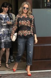 Kylie's cuffed boyfriend jeans added a cool masculine element to her floral top.