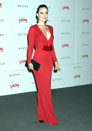 Olivia Wilde accented her dramatic low-cut red gown with a sparkly black satin clutch at the LACMA Gala.