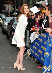 Lana Del Rey accessorized her dress with nude T-strap pumps complete with a chunky heel.