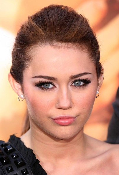 miley cyrus smoky eye eye makeup for blue eyes