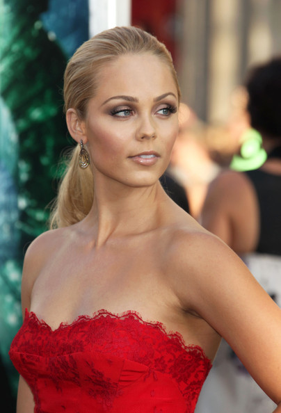 Laura Vandervoort Neutral Eyeshadow