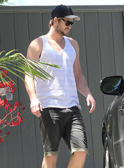 Liam Hemsworth had a rugged California beach vibe going on when he wore these cuffed denim shorts.