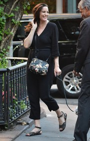 A floral-print shoulder bag added a touch of sweetness to Liv Tyler's look.