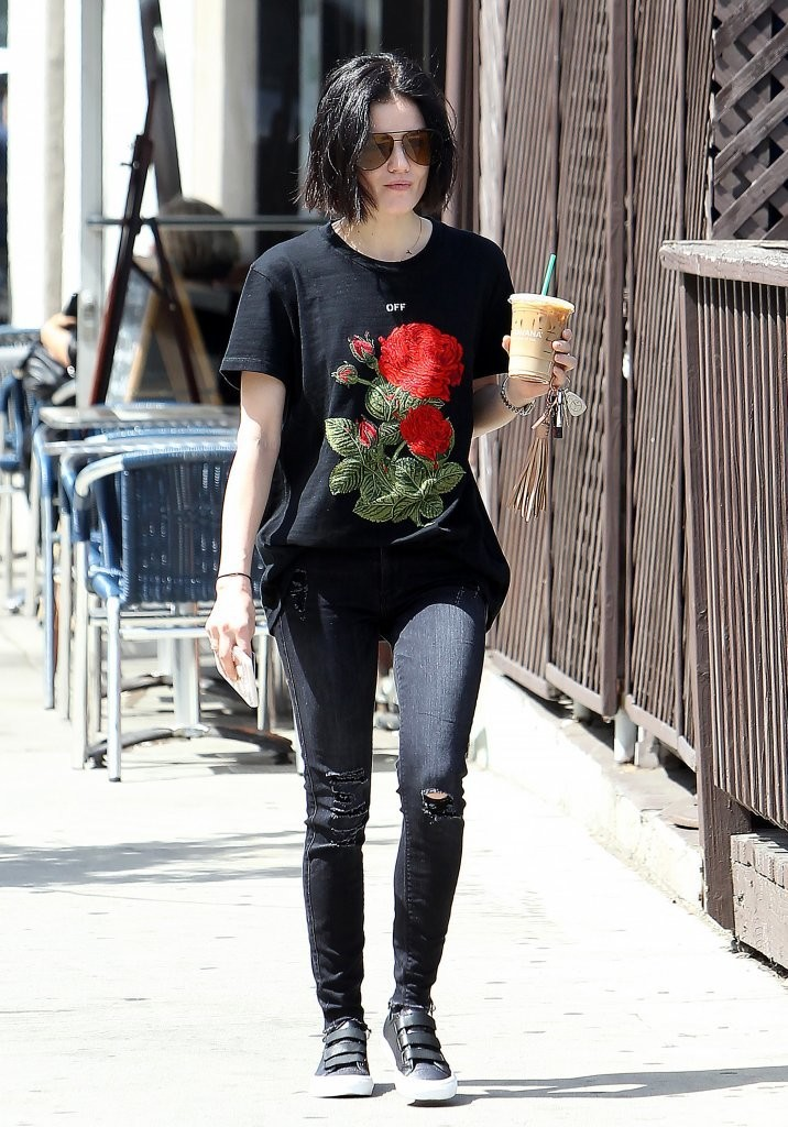 Lucy Hale Skinny Jeans Lucy Hale Looks Stylebistro