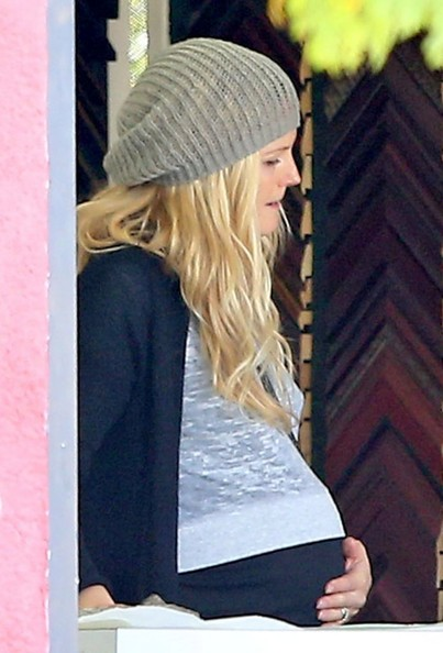 More Pics of Malin Akerman Knit Beanie (1 of 10) - Malin Akerman Lookbook - StyleBistro