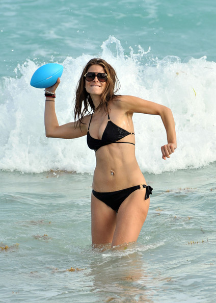 More Pics of Maria Menounos Aviator Sunglasses (1 of 24) - Maria Menounos Lookbook - StyleBistro