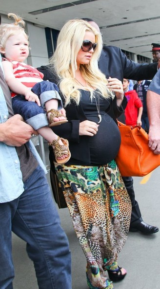 Pregnant Jessica Simpson & Family Arriving On A Flight At LAX