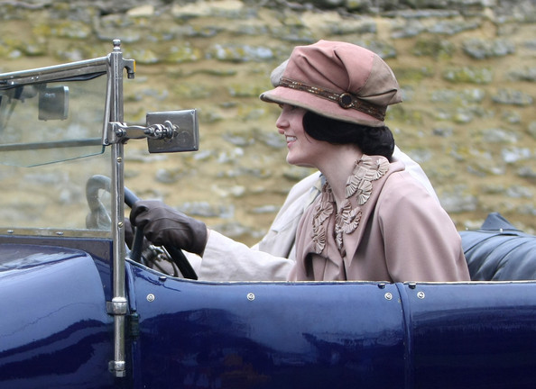 Michelle Dockery Cloche []