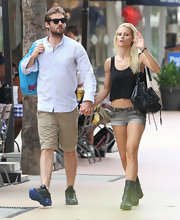 Michelle Hunziker's slouchy shoulder bag made for a boho accessory.
