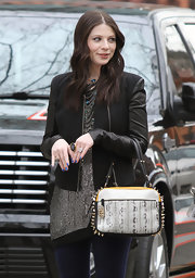 Michelle Trachtenberg showed off her bright blue nail polish while on the set of 'Gossip Girl.'