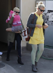 Busy Philipps offset a colorful outfit with a neutral canvas and leather tote.