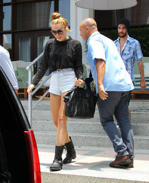 Miley Cyrus & Cheyne Thomas Leave Their Hotel