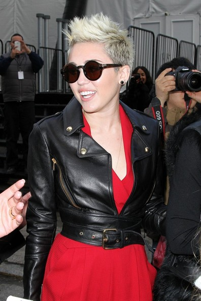 More Pics of Miley Cyrus Round Sunglasses (4 of 10) - Sunglasses Lookbook - StyleBistro