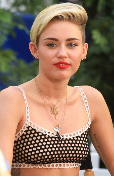 More Pics of Miley Cyrus Short Side Part (5 of 30) - Miley Cyrus Lookbook - StyleBistro