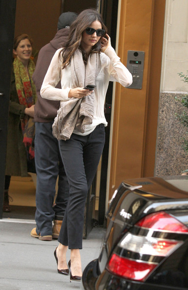 More Pics of Miranda Kerr Skinny Pants (1 of 6) - Miranda Kerr Lookbook - StyleBistro