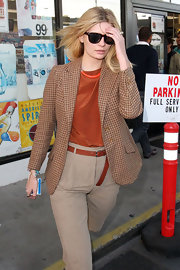 Mischa Barton looked straight out of the 70's in tortoiseshell wayfarers. She paired the sunglasses with a houndstooth blazer.