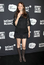Saffron Burrows' taupe knee-high boots had a 70s feel, especially when paired with this short dress.