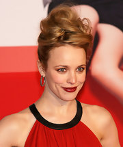 Rachel McAdams paired her voluminous updo with silver hoop earrings.