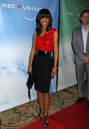 Shaun Robinson looked demure at the NBC Universal cocktail party in black T-strap sandals.
