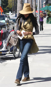 Naomi Campbell kept a low profile in Beverly Hills wearing a pair of classic straight leg jeans.