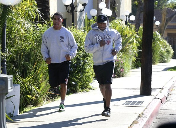 Ne-Yo Jogs with a Friend