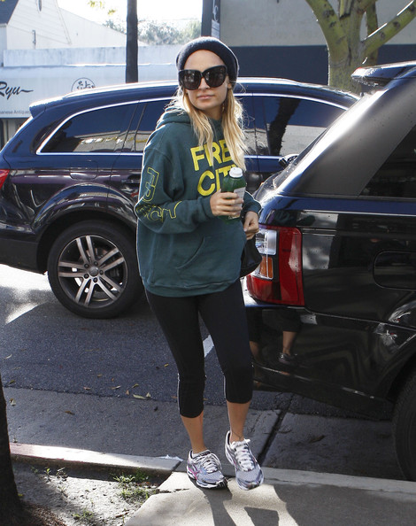 More Pics of Nicole Richie Sweatshirt (1 of 13) - Nicole Richie Lookbook - StyleBistro