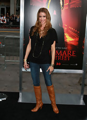 The actress wore long honey-hued curls that complemented her light brown boots.