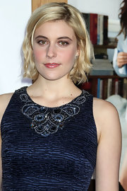 Greta sparkled at the 'No Strings Attached' premiere in 18-karat white gold scallop pavé flower Stud earrings.