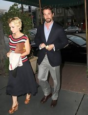 A pair of light gray slacks kept Noah Wyle's look casual but still dressy.