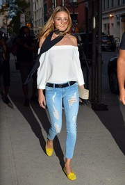 Olivia Palermo grunged up her top with ripped skinny jeans by Black Orchid.