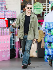 Olivier Martinez looked effortlessly cool grocery shopping in an olive military jacket and jeans.