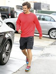 Orlando Bloom picked a basic red sweatshirt as his workout top of choice.
