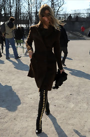 Carine Roitfeld spiffed up her look with a pair of over-the-knee button-up boots.