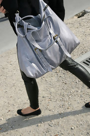 Super model Elle MacPherson came out to another Fashion Show, sporting a grey leather tote with buckle embellishments.