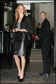 These black patent leather platform pumps add a few inches for Natalia Vodianova.