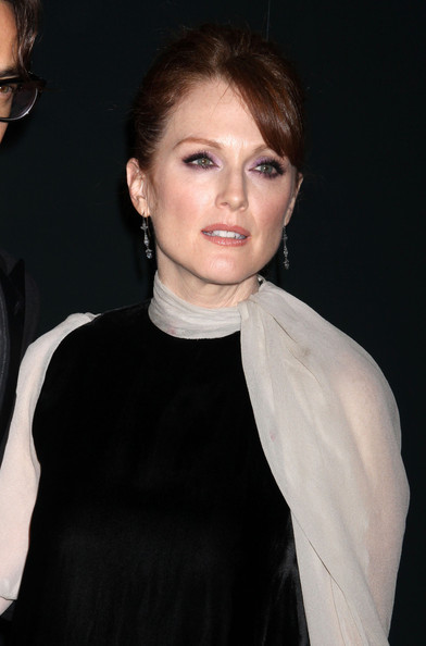 More Pics of Julianne Moore Hard Case Clutch (1 of 7) - Julianne Moore Lookbook - StyleBistro