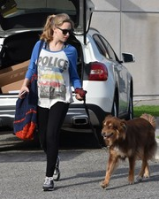 Amanda Seyfried took a stroll wearing a Lauren Moshi graphic tee and black leggings.