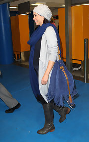 A pregnant Dannii Minogue made her way through Melbourne airport carrying a large fringe shoulder bag.